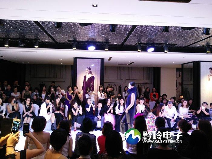 贵阳保利国际逸天城五楼哥弟时尚服装卖场液晶拼接屏系列项目交付使用